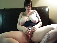 Tattoed Chubby Webcam Teen Anal Dildo On The Couch