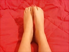Danae moves her sexy (size 37) feet