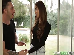 Dick-loving Holly Hendrix shows off her oral skills
